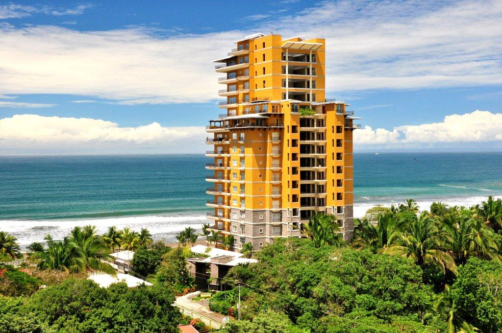 Beautiful beachfront jaco condo for Vacation homes for rent in costa rica