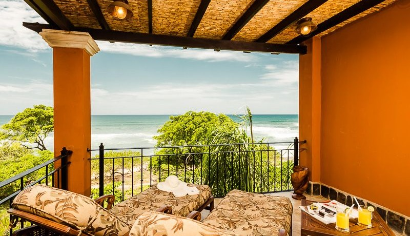 Beachfront penthouse in tamarindo palms costa rica for Costa rica vacation house rentals