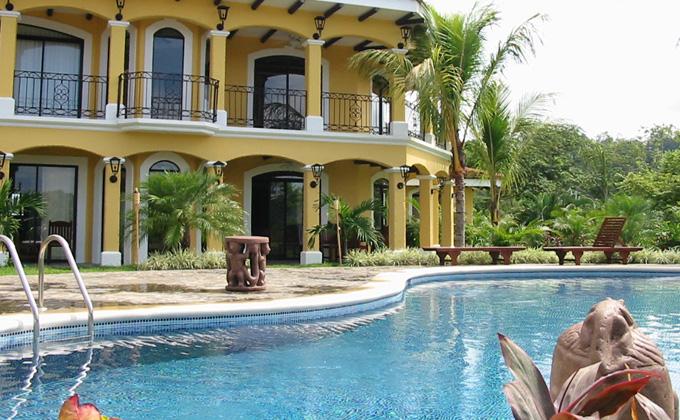 Colonial mansion in vista tres bahias los suenos for Costa rica vacation homes
