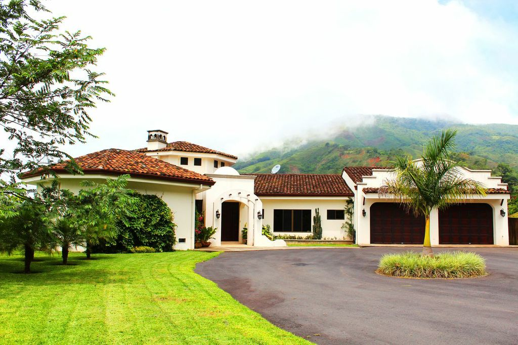 Luxurious Mountain Home in Puriscal
