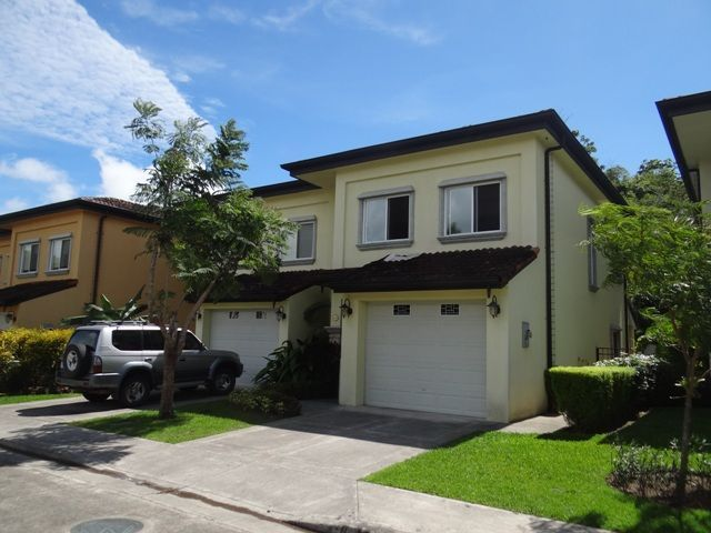 Jaco Townhome in Private Community-3 Bedroom with 2.5 Bathroom
