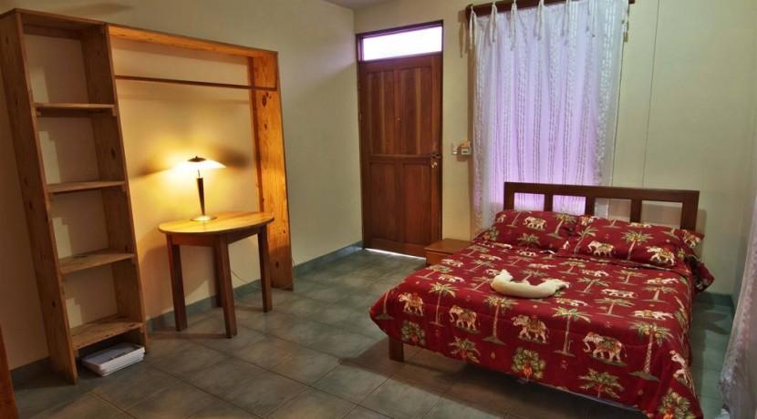apt-bedroom.jpg.1024x0