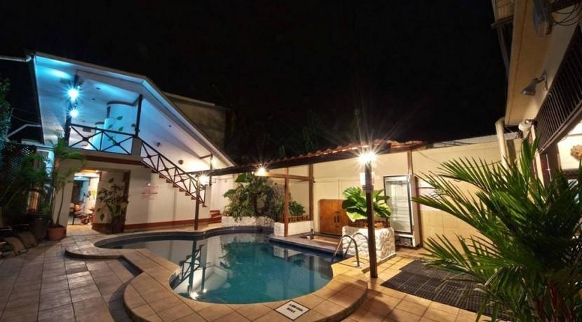 pool-night-hr-hchversion1.jpg.1024x01