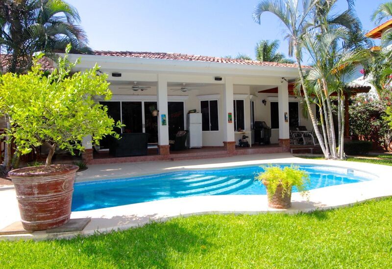 Tropical Retreat at Altos de Flamingo
