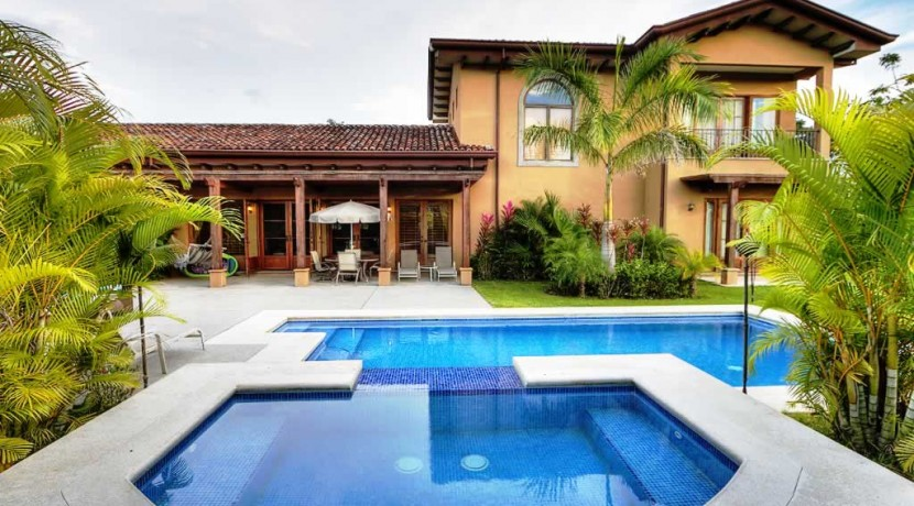 casa almendro luxury home in hacienda pinill