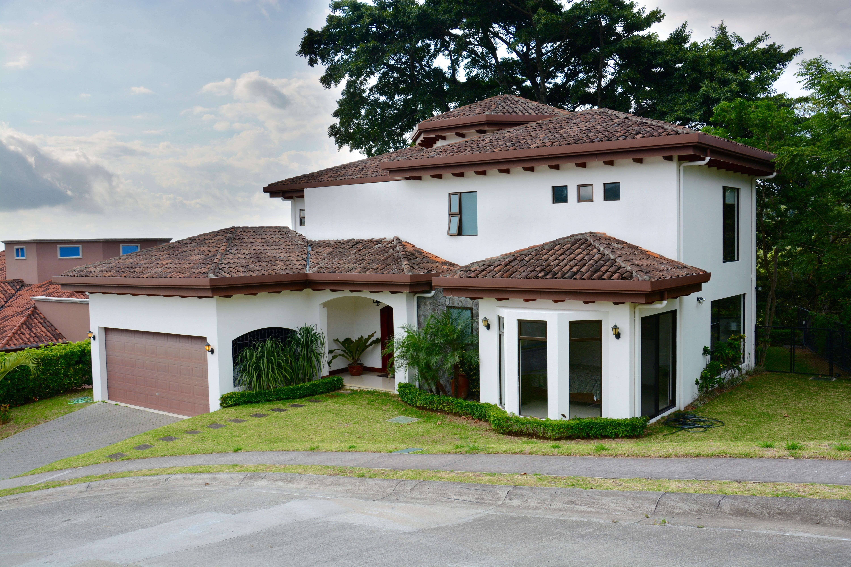Contemporary and Stylish Home For Sale In Ciudad Colon, San Jose