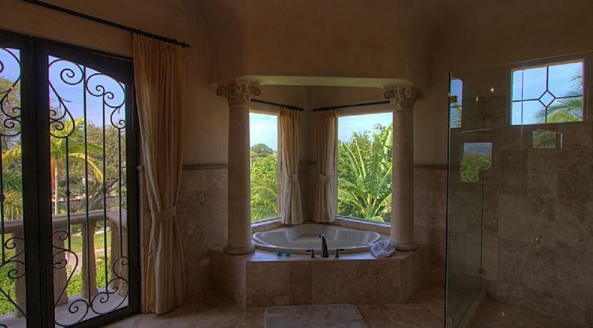 master bathroom casa el tesoro hacienda pinilla