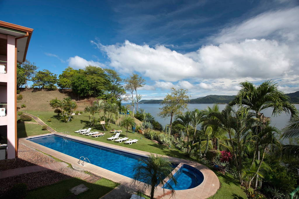 Inviting Oceanview Condo with Tropical Flair, Playa Flamaingo
