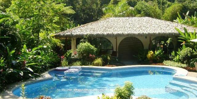 Garage and Refreshing pool