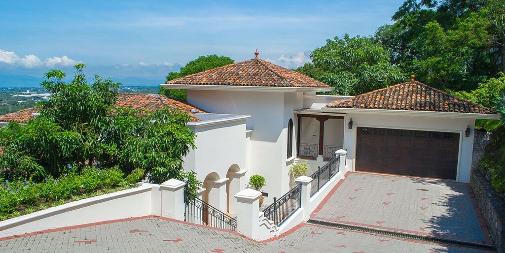 Casa toscana luxurious architecture w sweeping city for Costa rica luxury villa