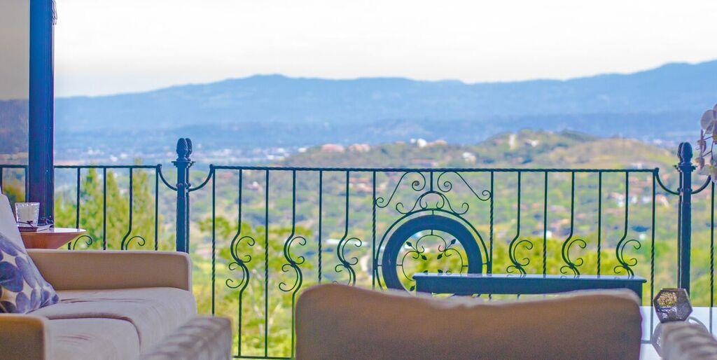Villa vento luxury cityscape condo for sale in escaz san for Luxury villa costa rica