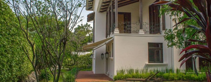 side view and garden toscana home in costa rica