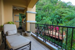 lounge area w rainforest views