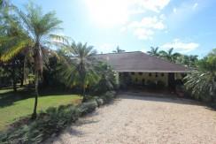 exterior-of-estate-home-in-tamarindo-near-hacienda-pinilla