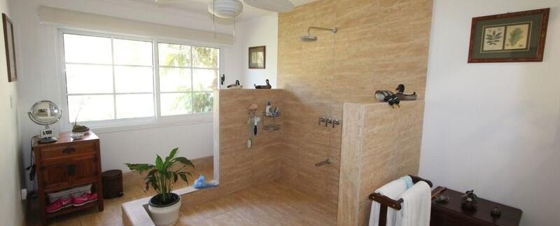 shower-at-estate-home-in-tamarindo