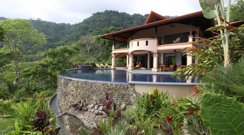 luxury villas in dominical