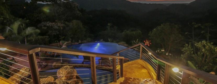 steps down to pool
