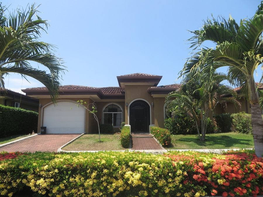 Charismatic Home in the Oceanside Community-Costa del Sol-Bejuco