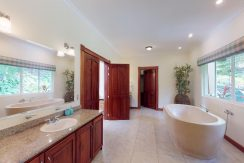 Casa-Pacifica-copy-Master-Bathroom