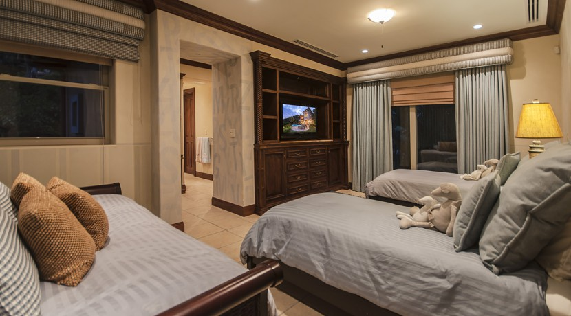 villa-austin-guest-bedroom-inside-main-house