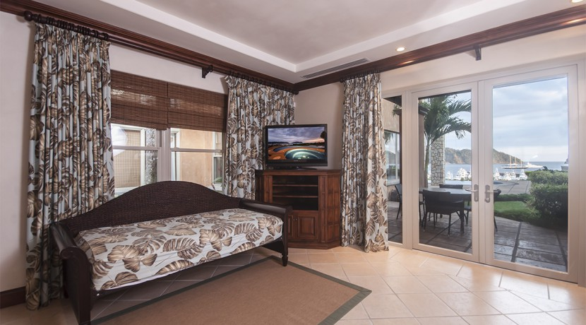 villa-austin-guest-bedroom-outside-main-house-2
