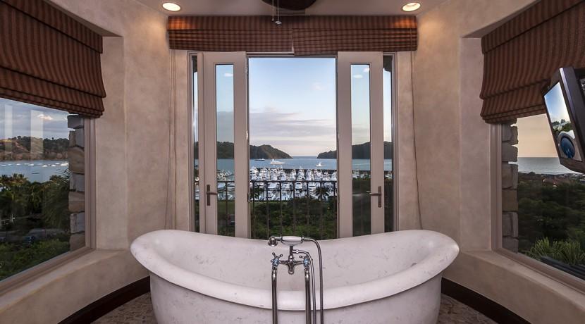 villa-austin-master-bathroom