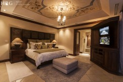 villa-austin-master-bedroom