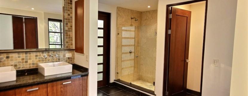 10-Perla 5-1 master bathroom