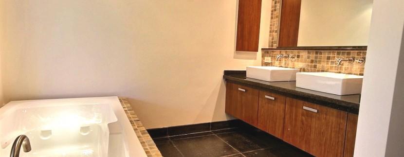 11-Perla 5-1 master bathroom