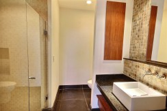 11-Perla 6-1 second bathroom