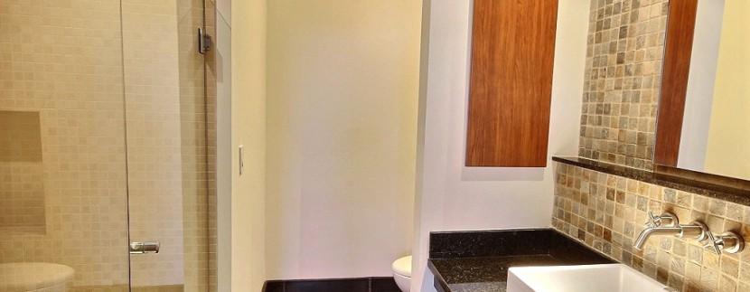 14-Perla 5-1 second bathroom