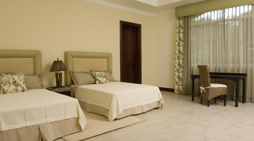 2nd-floor-2-queen-beds