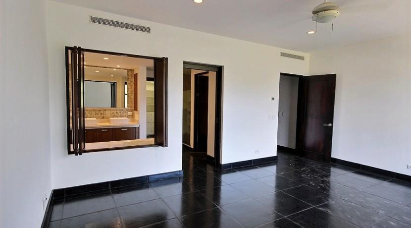 5-Perla 6-1 master bedroom