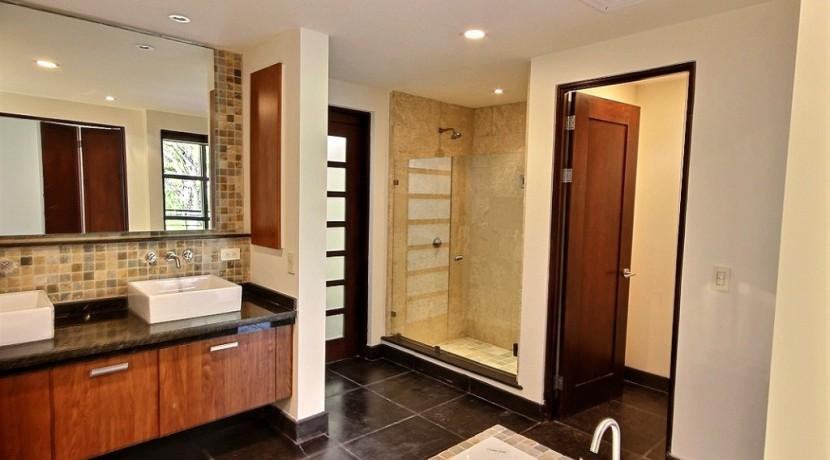 6-Perla 3-1 master bathroom
