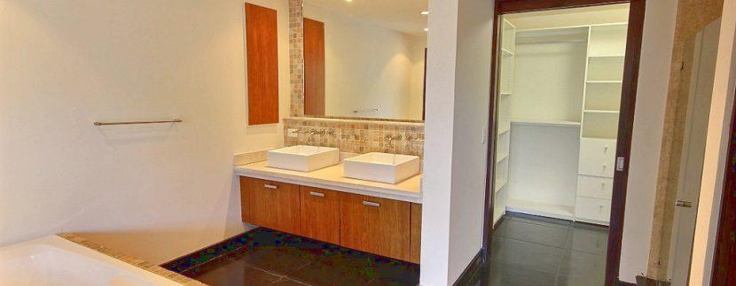 6-Perla 6-1 master bathroom