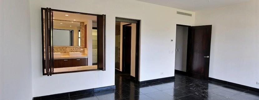 8-Perla 5-1 master bedroom