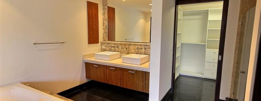 9-Perla 5-1 master bathroom