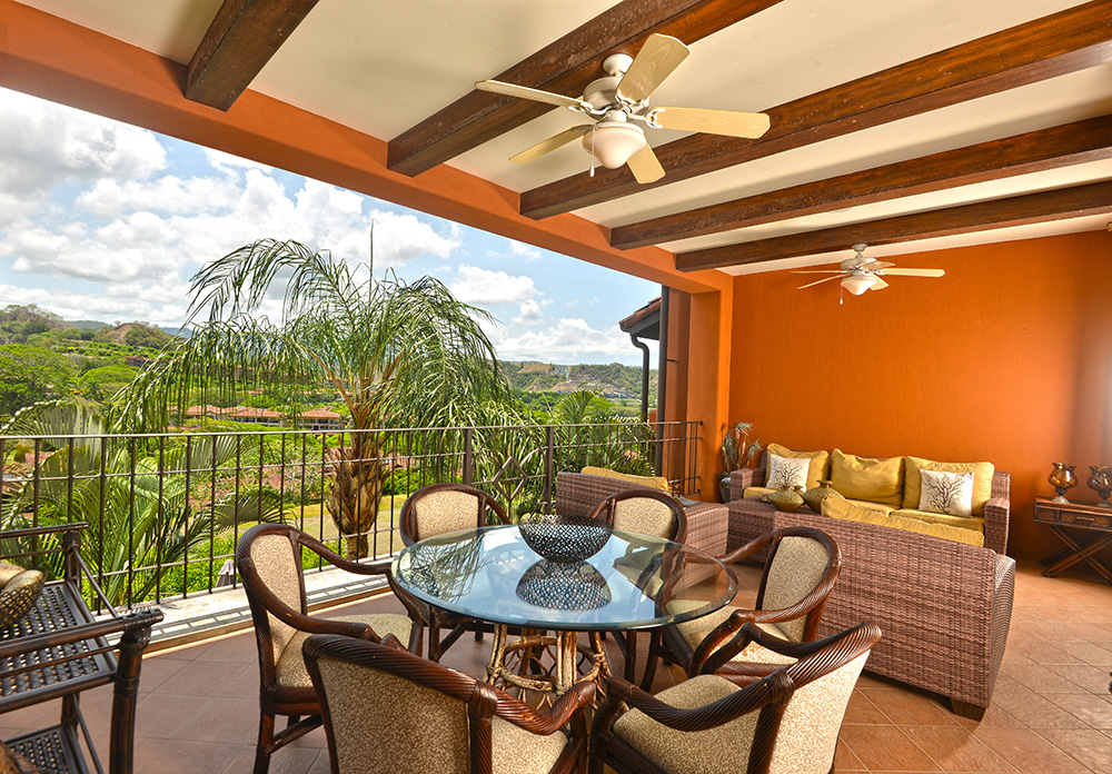 Montebello 3D-This beautiful condominium boasts a 3 bedroom, 3 bath floor plan. Beautiful view of the mountains and rainforest.