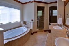 Villa-Tranquila-Guest-house-bath