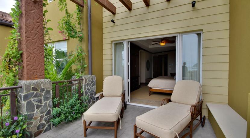 Villa-Tranquila-Master-room-patio