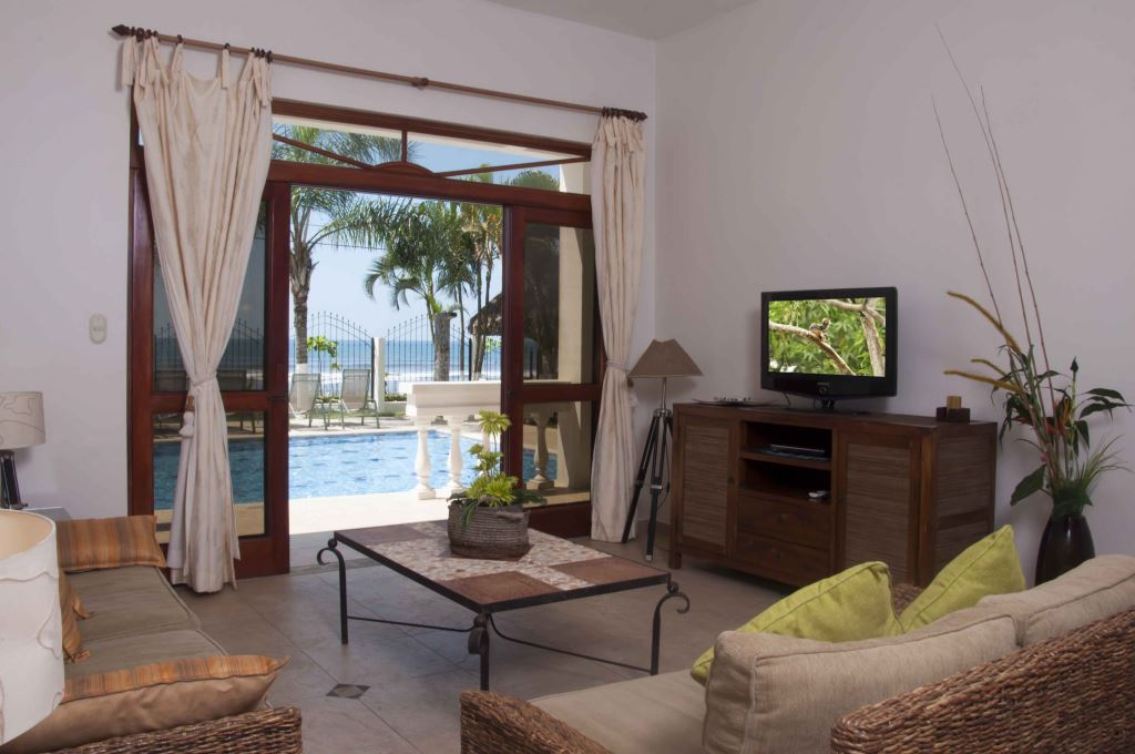 Jaco Beach Direct Oceanfront 3-bedroom Condo – J1 – La Paloma Blanca