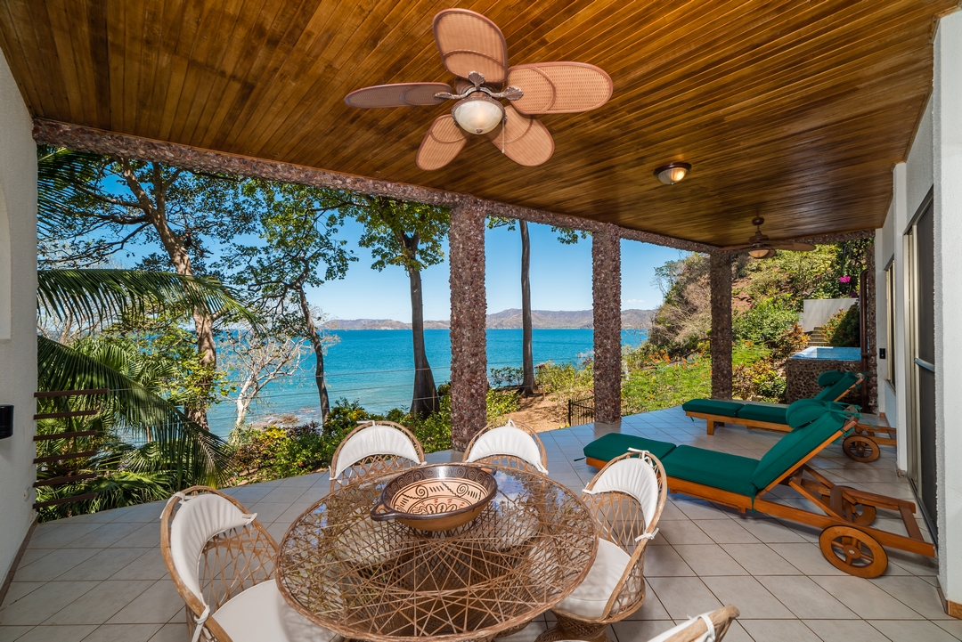 Villa Christopher 6 Bed, 7.2 Bath – Flamingo Beach