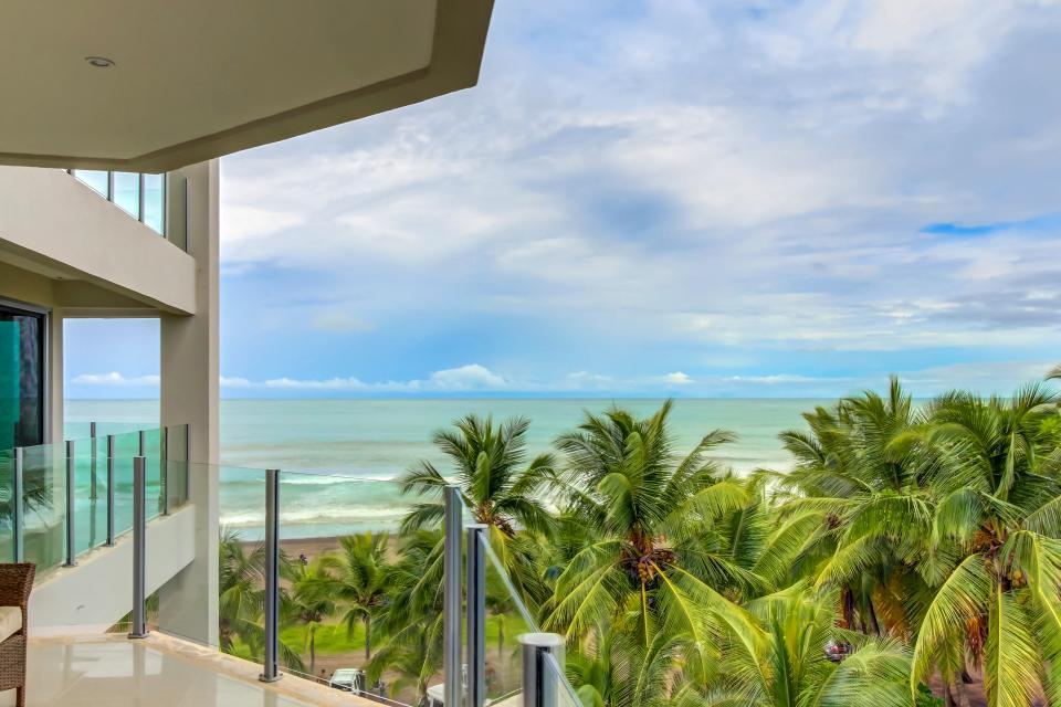 3 Bedroom Condo with amazing views, beachfront Diamante Del Sol
