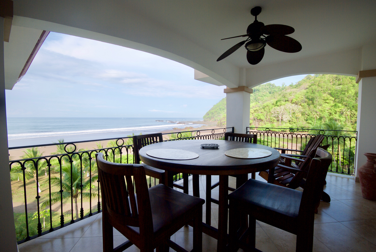 Luxury Beachfront With Amazing View – Jaco