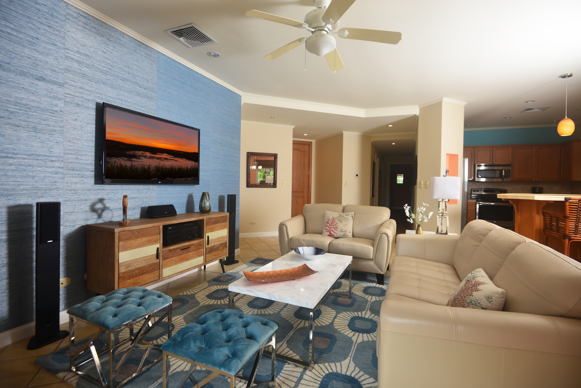 Outstanding, recently renovated, ground floor corner unit at Del Mar 1L