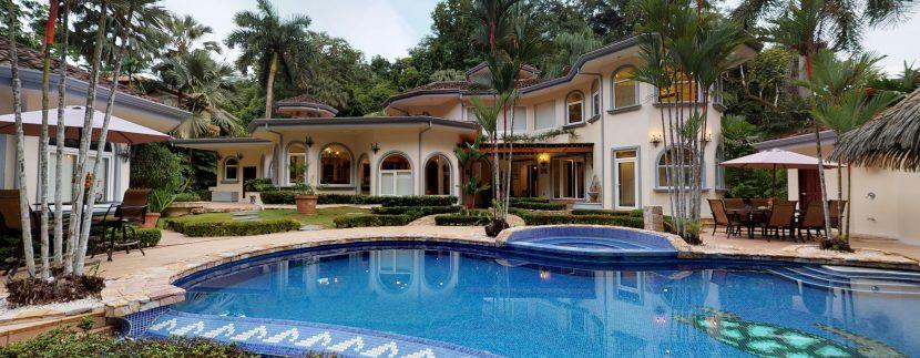 Casa-Harmon-Swimming-Pool