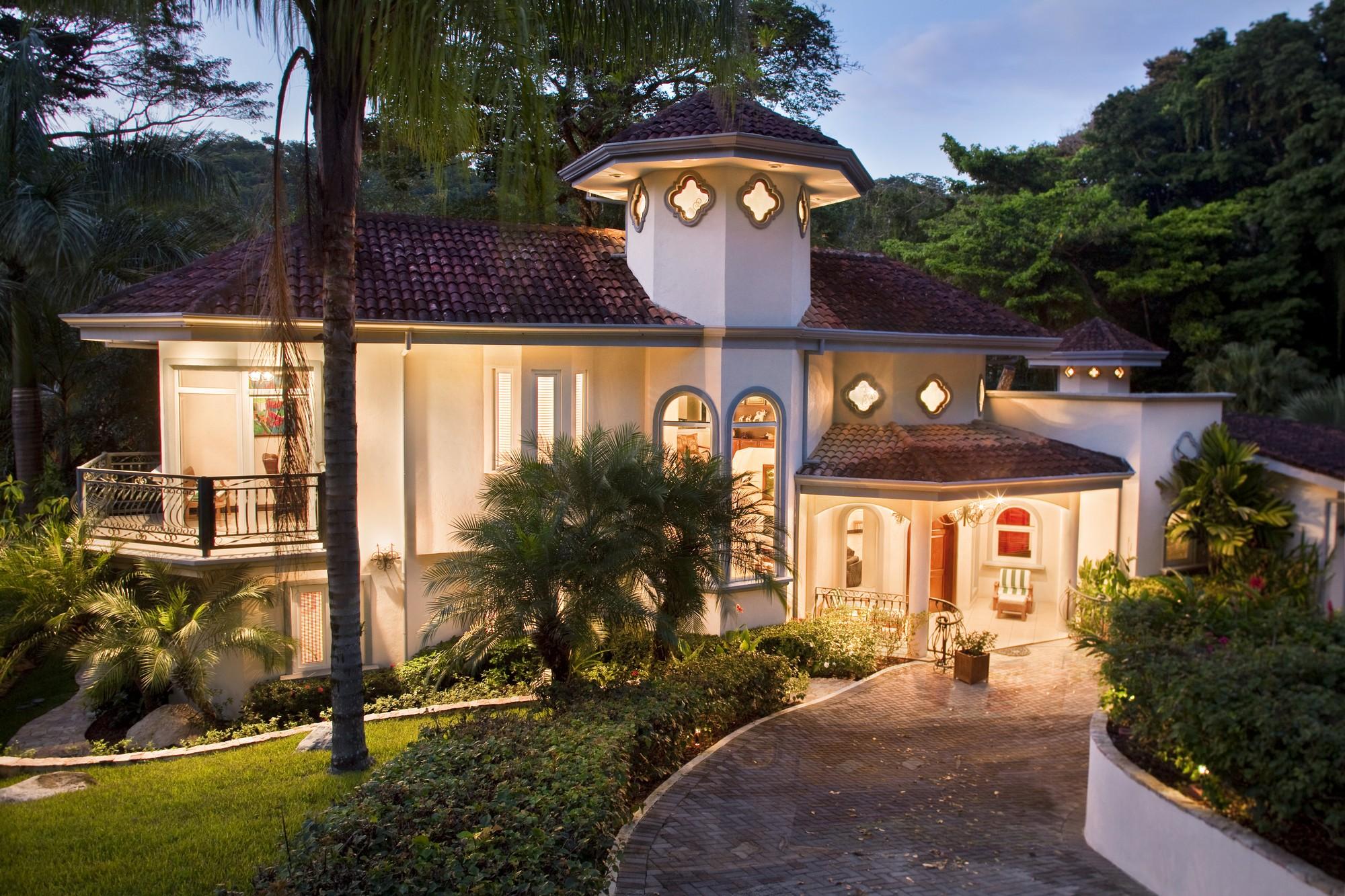 Casa Harmon- Luxury 6 Bedroom Estate in Los Suenos Resort