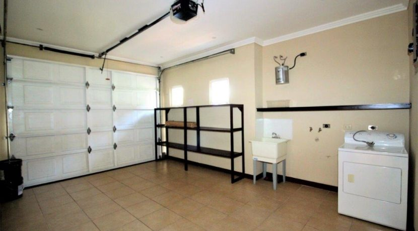 Beach-House-Costa-Rica-Garage