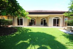Beach-House-Costa-Rica-backyard