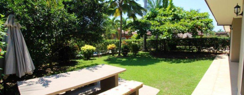 Beach-House-Costa-Rica-backyard-picnic